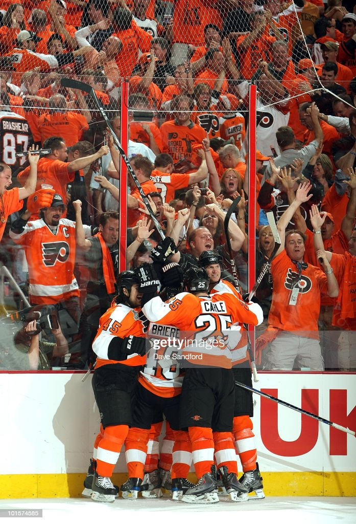 The Philadelphia Flyers celebrate after defeating the Chicago Blackhawks 4-3 in overtime with a goal by Claude Giroux #28 in Game Three of the 2010 NHL Stanley Cup Finals at Wachovia Center on June 2, 2010 in Philadelphia, Pennsylvania.