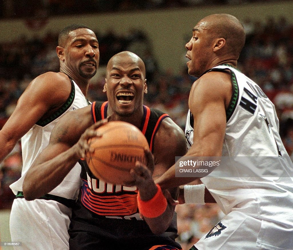 The Phoenix Suns Cliff Robinson finds himself wel
