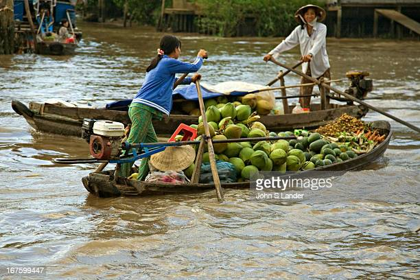 The Phong Dien Floating Market near Can Tho and Cai Rang is well known in the area as the best retail floating market for Vietnamese housewives