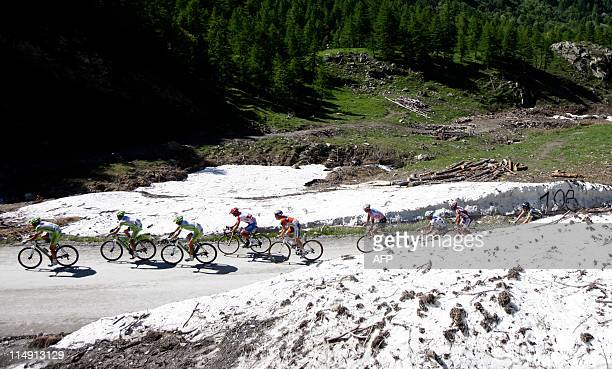 The pink jersey's pack climbs the Colle delle Finestre in stage 20 of the 94th Tour of Italy run from Verbania to Sestriere on May 28 2011 AFP PHOTO...