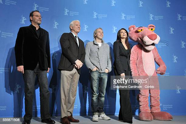 The 'Pink Panther' Aishwarya Rai Bachchan director Harald Zwart Steve Martin and Jean Reno attend the photo call of 'The Pink Panther 2' at the 59th...