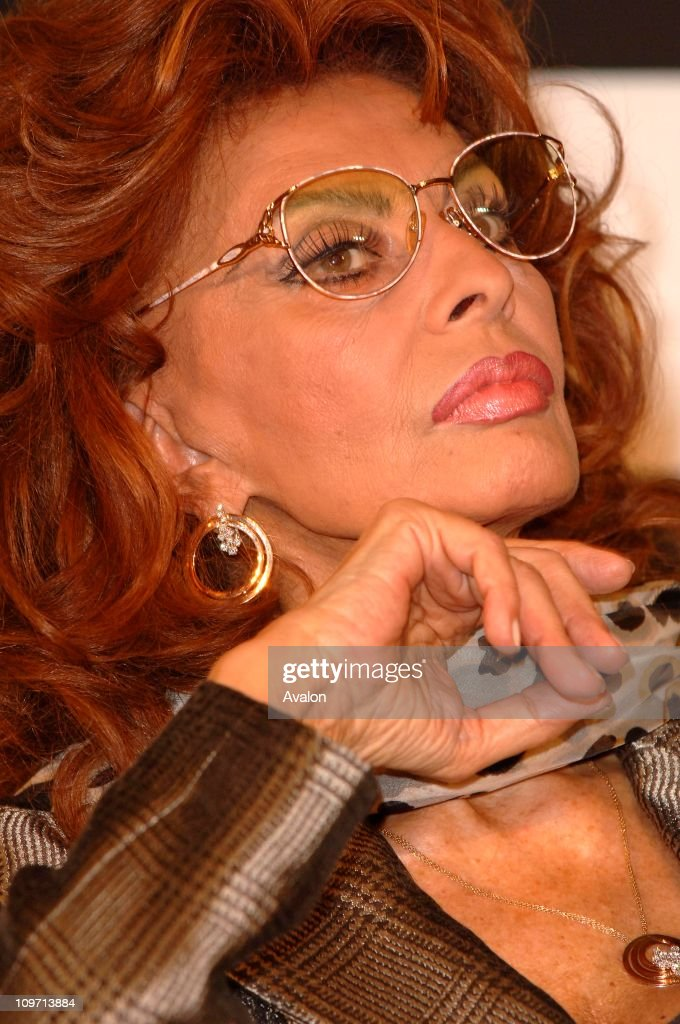 The Pirelli Calendar launch their new calendar 2007 which uses the actresses <a gi-track='captionPersonalityLinkClicked' href=/galleries/search?phrase=Sophia+Loren&family=editorial&specificpeople=94097 ng-click='$event.stopPropagation()'>Sophia Loren</a>, Lou Doillon, Hilary Swank, Penelope Cruz and Naomi Watts. The Calendar was photographed by Inez Van Lamsweerde and Vinoodh Matadin. Hilton Hotel, London. Photo Shows: <a gi-track='captionPersonalityLinkClicked' href=/galleries/search?phrase=Sophia+Loren&family=editorial&specificpeople=94097 ng-click='$event.stopPropagation()'>Sophia Loren</a>. 16. 11. 2006.