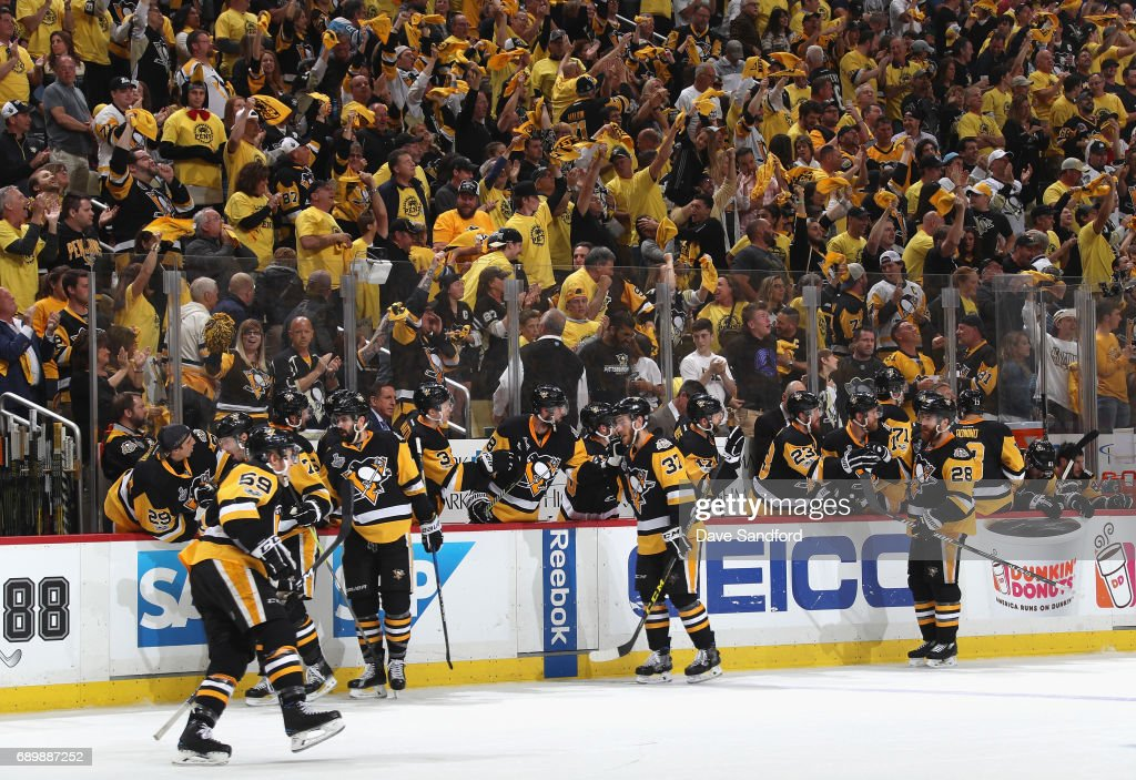The Pittsburgh Penguins celebrate after Jake Guentzel #59 scored the game-winning goal against the Nashville Predators during the third period of Game One of the 2017 NHL Stanley Cup Final at PPG Paints Arena on May 29, 2017 in Pittsburgh, Pennslyvannia. The Pittsburgh Penguins won the game 5-3.