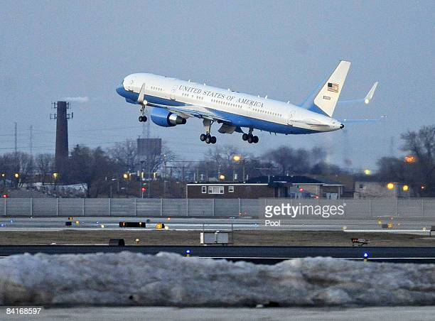 The plane carrying US Presidentelect Barack Obama departs for Washington DC at Chicago Midway Airport January 4 2009 in Chicago Illinois Obama will...