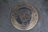 The plaque unveiled to commemorate 'Les Miserables' as the longest running West End musical It was also announced that Matt Lucas and Alfie Boe will...