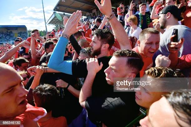The player of Hannover 96 celebrate with the fans after the Second Bundesliga match between SV Sandhausen and Hannover 96 at Hardtwaldstadion on May...