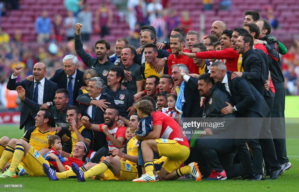 The players and coaching staff of Club Atletico de Madrid celebrate winning the La Liga after the match between FC Barcelona and Club Atletico de Madrid at Camp Nou on May 17, 2014 in Barcelona, Spain.