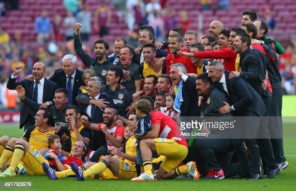 The players and coaching staff of Club Atletico de Madrid celebrate winning the La Liga after the match between FC Barcelona and Club Atletico de...