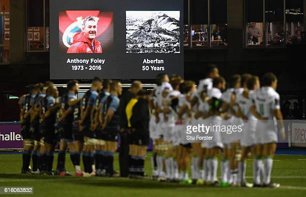 The players observe a minutes silence in memory of both Anthony Foley and the Aberfan disaster before the European Rugby Challenge Cup match between...