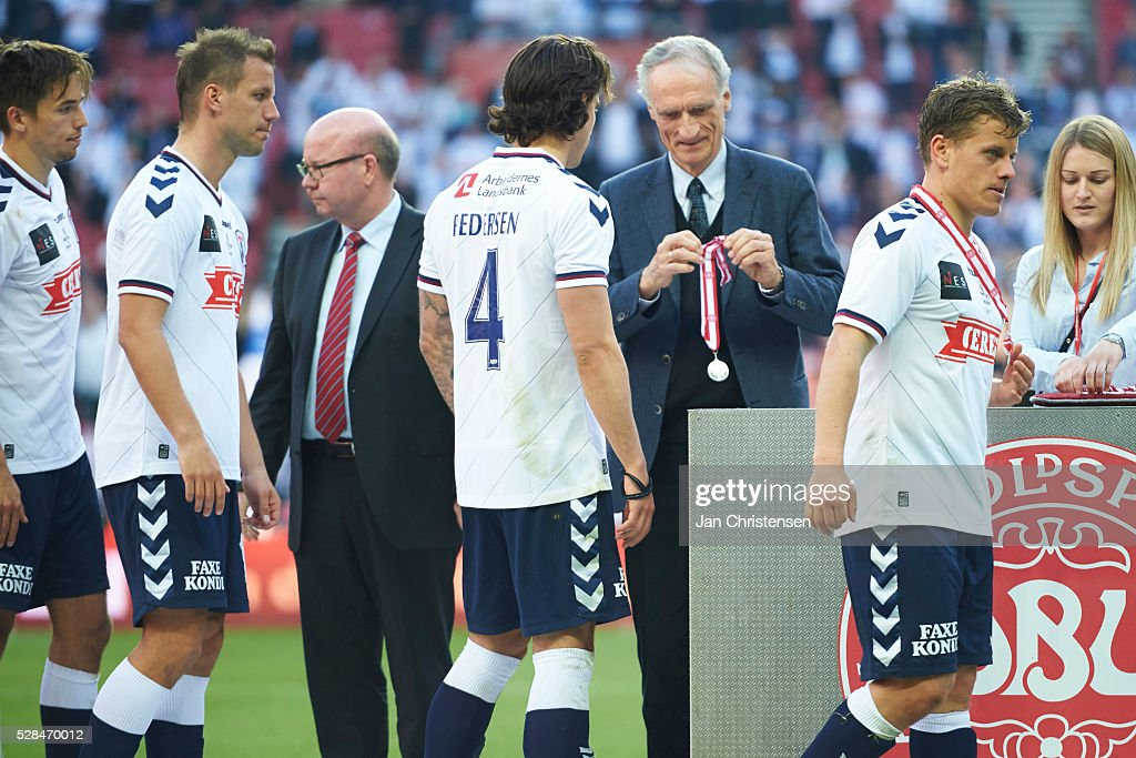 The players of AGF Arhus receive silver after the DBU Pokalen Cup Final match between AGF Arhus and FC Copenhagen at Telia Parken Stadium on May 05, 2016 in Copenhagen, Denmark.