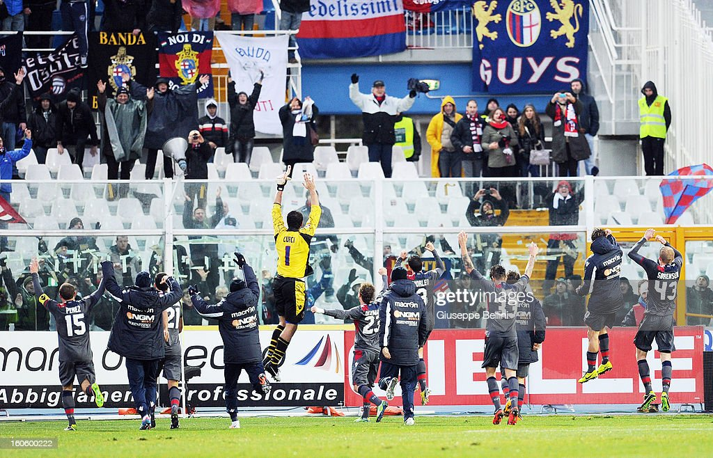 The players of Bologna celebrate the victory after the Serie A match between Pescara and Bologna FC at Adriatico Stadium on February 3, 2013 in Pescara, Italy.