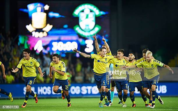 The players of Brondby IF celebrate after the UEFA Europa League qualifier match between Brondby IF and Hibernian FC at Brondby Stadion on July 21...
