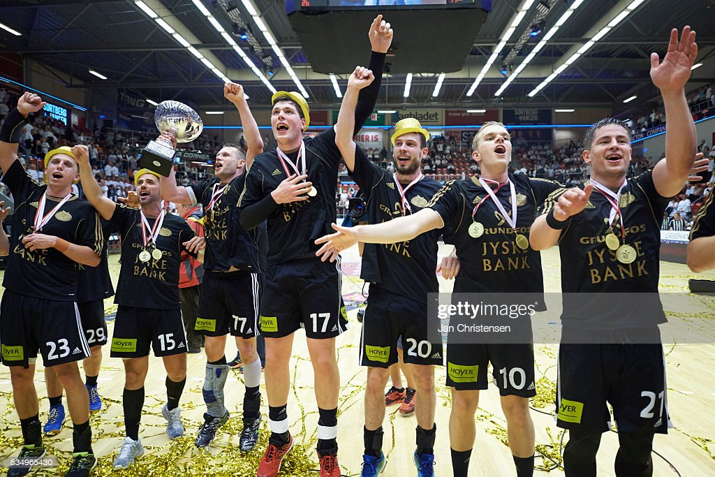 The players of BSV Bjerringbro Silkeborg celebrating after the Danish Boxer Herreligaen second final match between Team Tvis Holstebro and BSV Bjerringbro Silkeborg in Grakjar Arena on May 28, 2016 in Holstebro, Denmark.