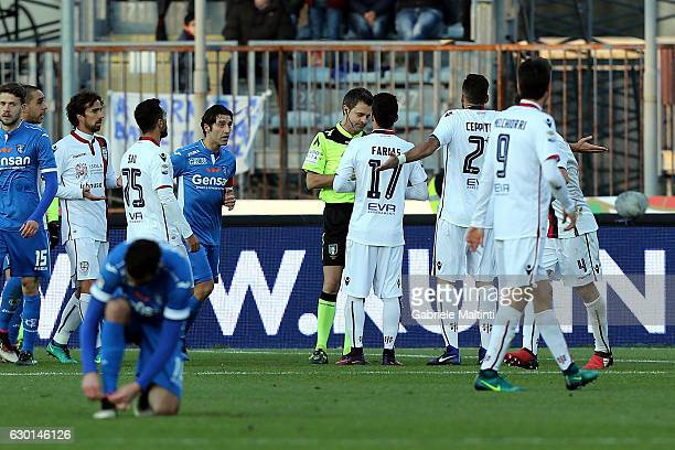 The players of Cagliari protest against the referee Nicola Rizzoli for denial of a penalty during the Serie A match between Empoli FC and Cagliari...