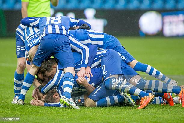 The players of Esbjerg celebrate the victory during the Danish Alka Superliga match between Esbjerg fB and FC Vestsjalland at Blue Water Arena on May...