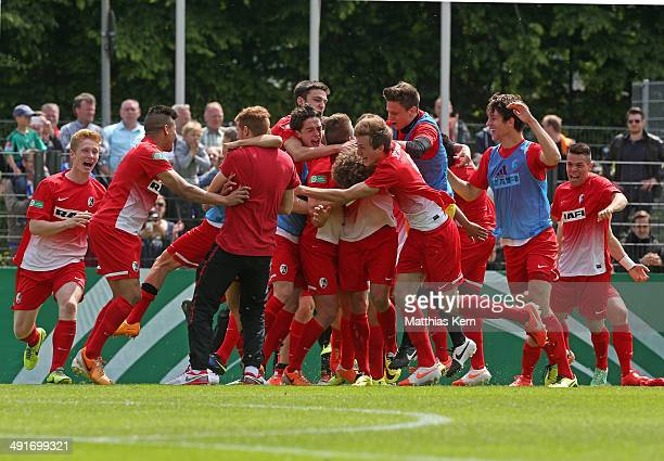 The players of Freiburg show their delight after winning the DFB Juniors Cup final match between SC Freiburg and FC Schalke 04 at Stadion am...