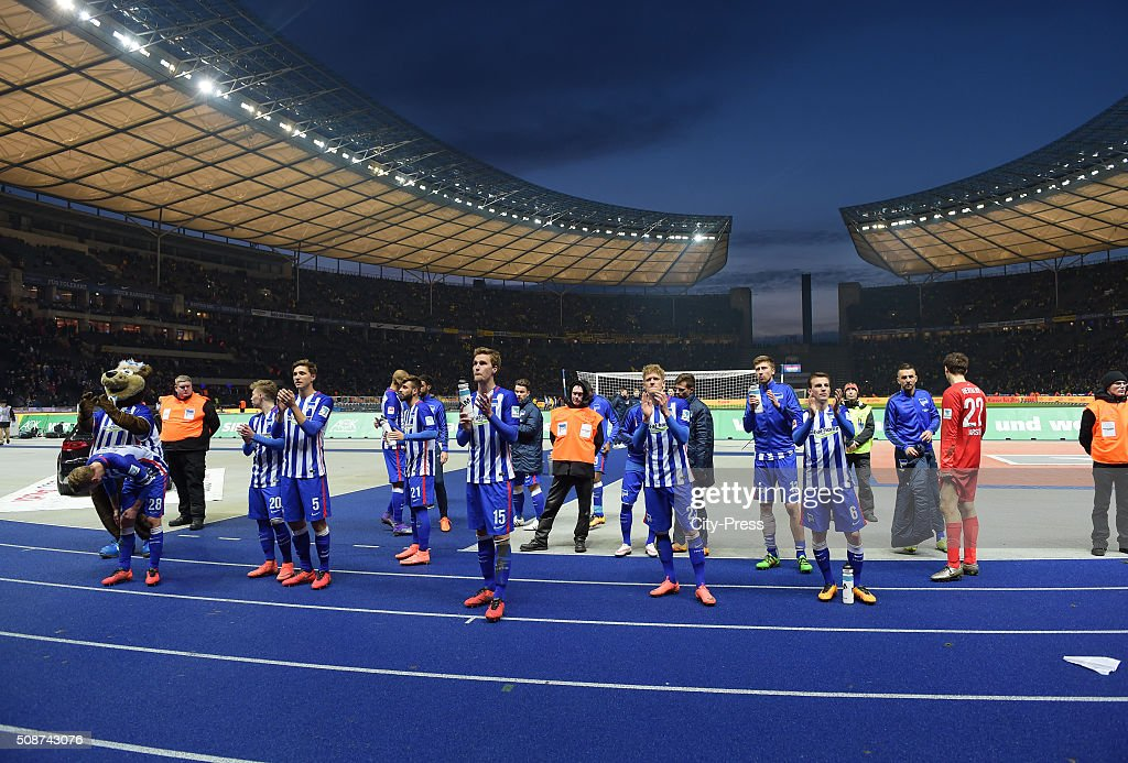 the players of Hertha BSC acknowledge the fans during the game between Hertha BSC and Borussia Dortmund on February 6, 2016 in Berlin, Germany.
