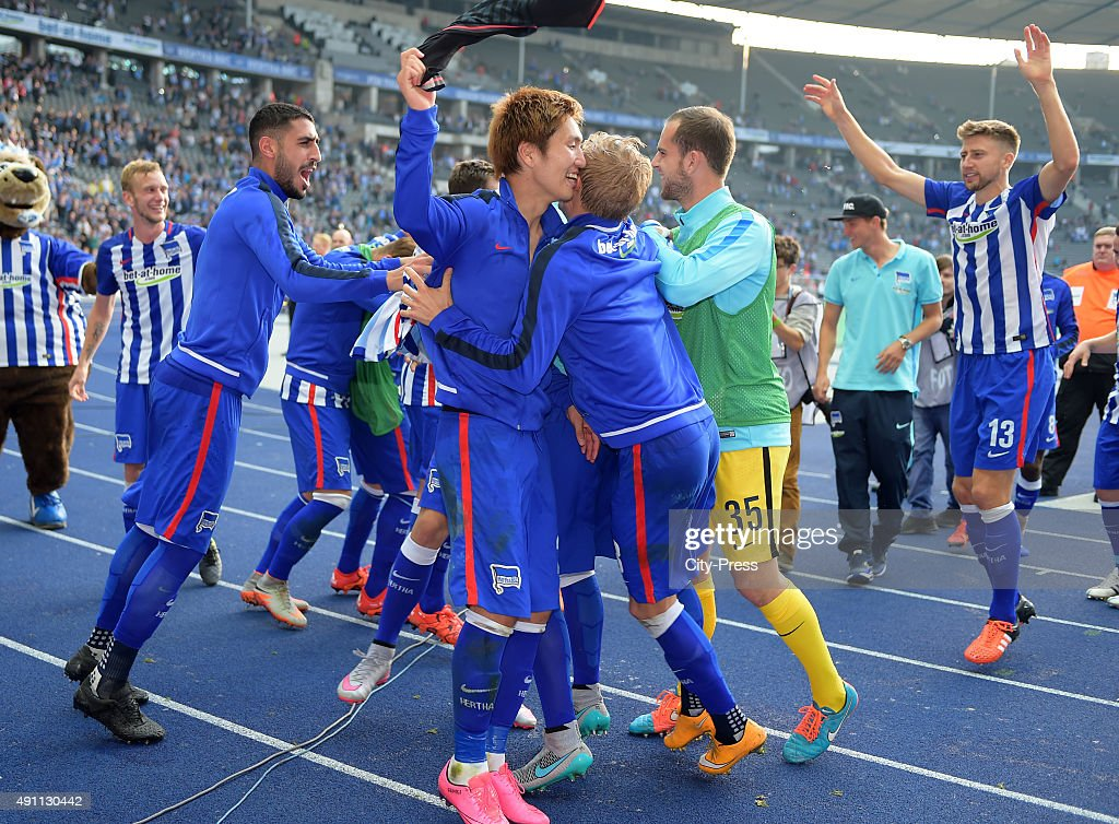 The players of Hertha BSC celebrate the home victory with the fans during the Bundesliga match between Hertha BSC and Hamburger SV on October 3, 2015 in Berlin, Germany.