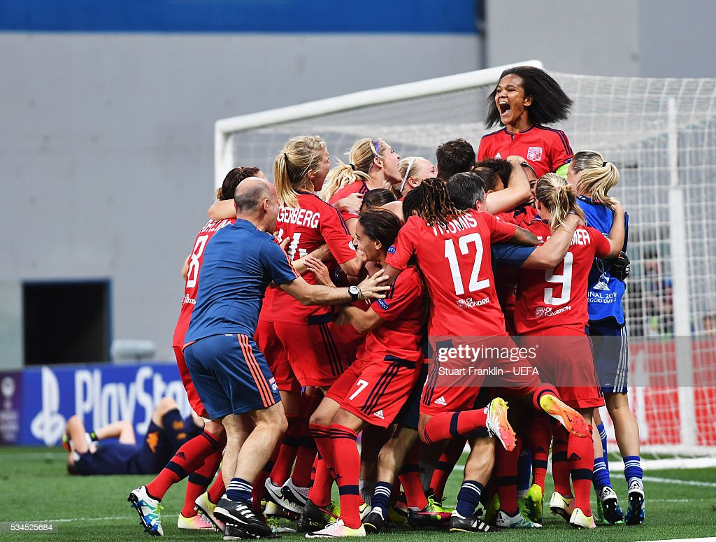 The players of Lyon celebrate winning the penalty shoot out during the UEFA Women's Champions League Final at Mario Rigamonti Stadium on May 26, 2016 in Brescia, Italy.