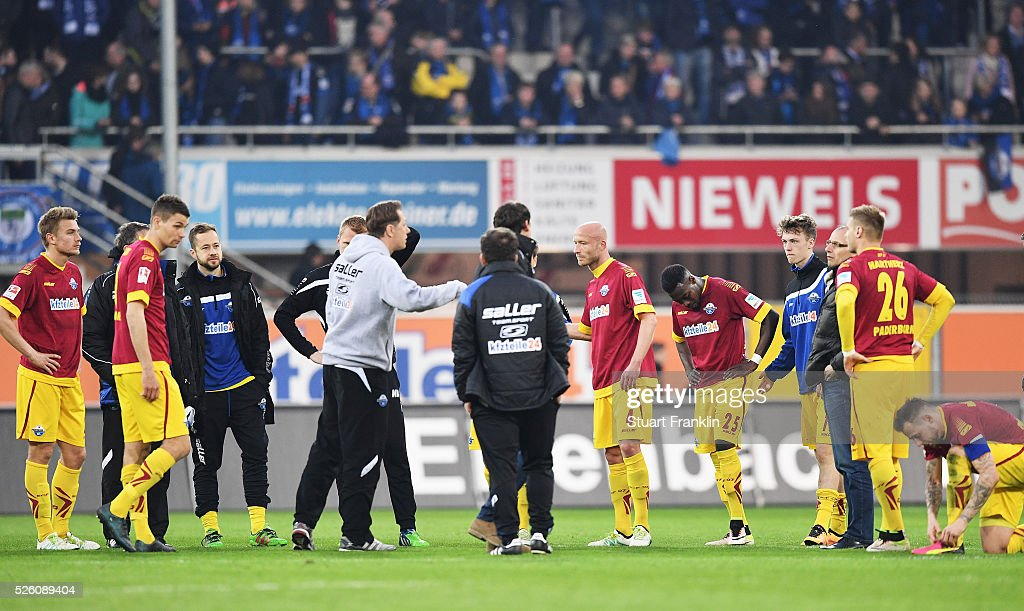 The players of Paderborn look dejected at the end of the second Bundesliga match between SC Paderborn and SC Freiburg at the Benteler Arena on April 29, 2016 in Paderborn, North Rhine-Westphalia.