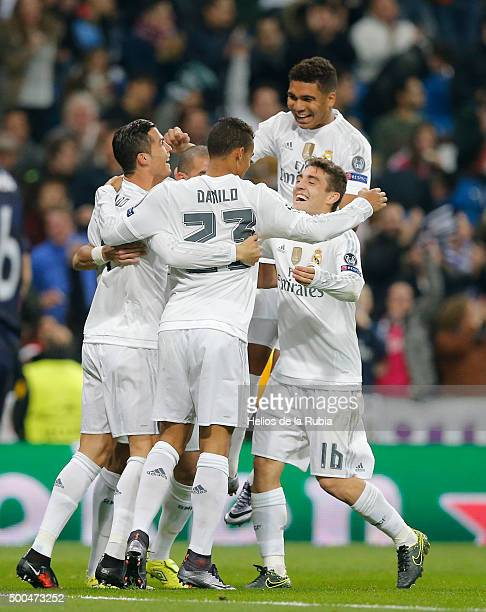 The players of Real Madrid celebrate after scoring during the UEFA Champions League Group A match between Real Madrid and Malmo FF at Estadio...