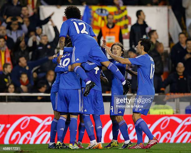The player´s of Real Madrid celebtate after scoring during the La Liga match between Valencia CF and Real Madrid at Estadio Mestalla on December 22...