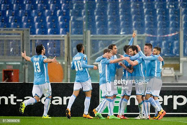 the players of SS Lazio Roma celebrate the goal of Marco Parolo of SS Lazio Roma during the UEFA Europa League round of 32 match between SS Lazio and...