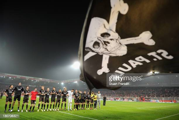 The players of St Pauli celebrate at the end of the Second Bundesliga match between 1 FC Union Berlin and FC St Pauli at Stadion An der Alten...