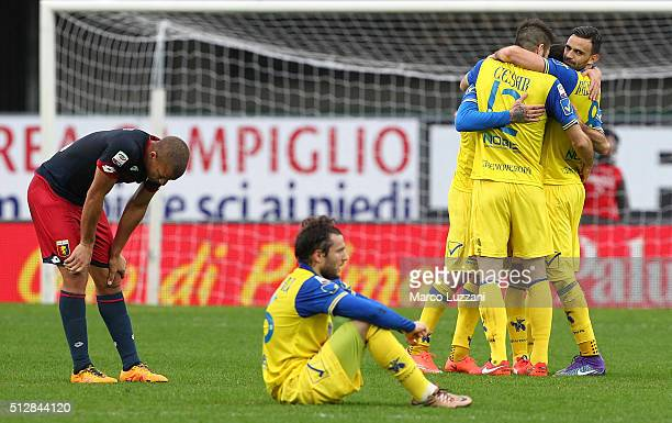 The players of the AC Chievo Verona celebrate a victory at the end of the Serie A match between AC Chievo Verona and Genoa CFC at Stadio Marc'Antonio...