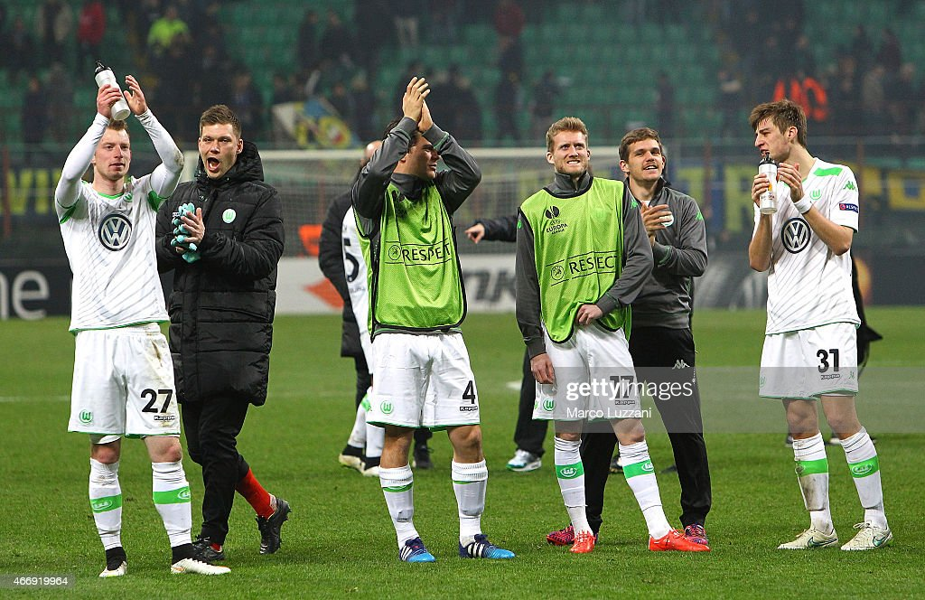 The players of the VfL Wolfsburg celebrate the victory at the end of the UEFA Europa League Round of 16 match between FC Internazionale Milano and VfL Wolfsburg at Stadio Giuseppe Meazza on March 19, 2015 in Milan, Italy.
