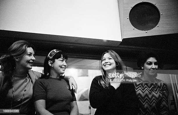 The Poliakoff Sisters Record Songs Of Russian Folklore Le 10 novembre 1961 Marina VLADY en compagnie de ses trois soeurs Hélène VALLIER Odile VERSOIS...