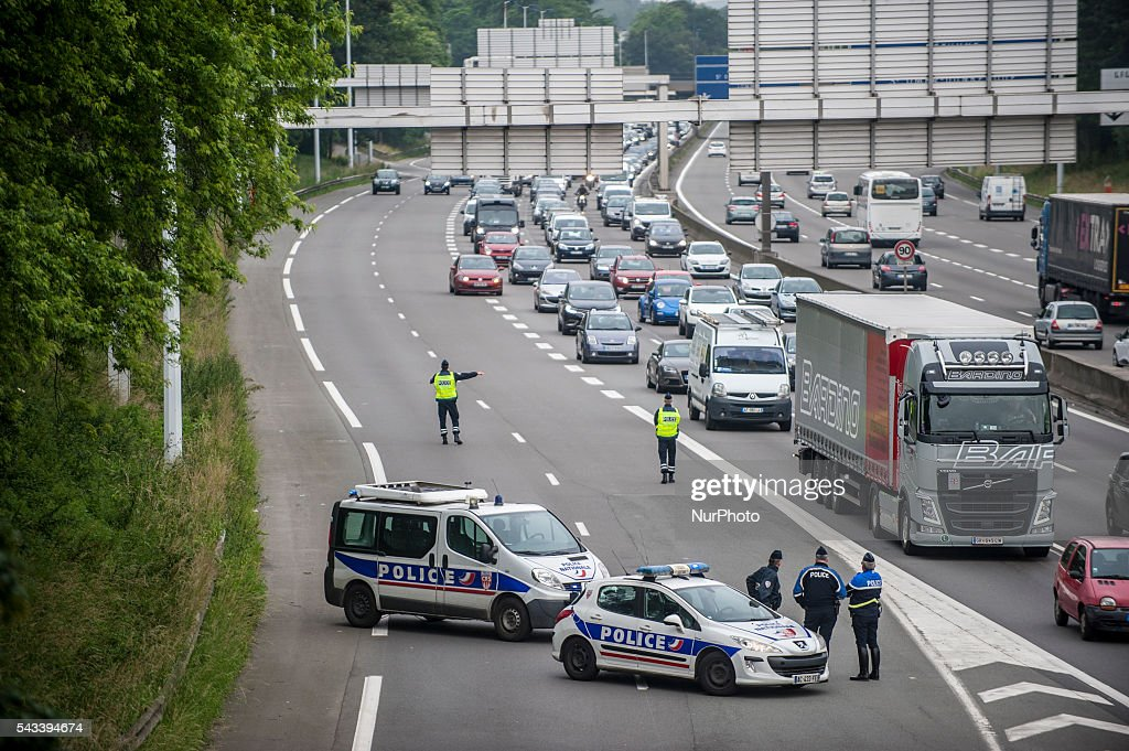 The police prevented motorists to join the blockade around the roundabout Posts blocked by trade unionists of the CGT. Several kilometers of slowdowns form on the ring road in Lille, France on june 28, 2016. A new national day of action against labor law takes place throughout France. Economic blocking action was planned by the CGT in Lille this morning at 6:30 am.