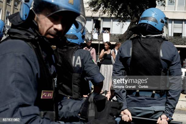 The police try to remove refugees who camped in Piazza Indipendenza Gardens after their eviction from an occupied building in Piazza Indipendenza on...