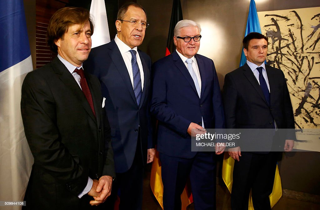 The Political Director of the French Foreign Ministry Nicolas de Riviere, Russian Foreign Minister Sergei Lavrov, German Foreign Minister Frank-Walter Steinmeier and Ukrainian Foreign Minister Pavlo Klimkin pose before their meeting at the Munich Security Conference in Munich, Germany, February 13, 2016. / AFP / POOL / MICHAEL DALDER