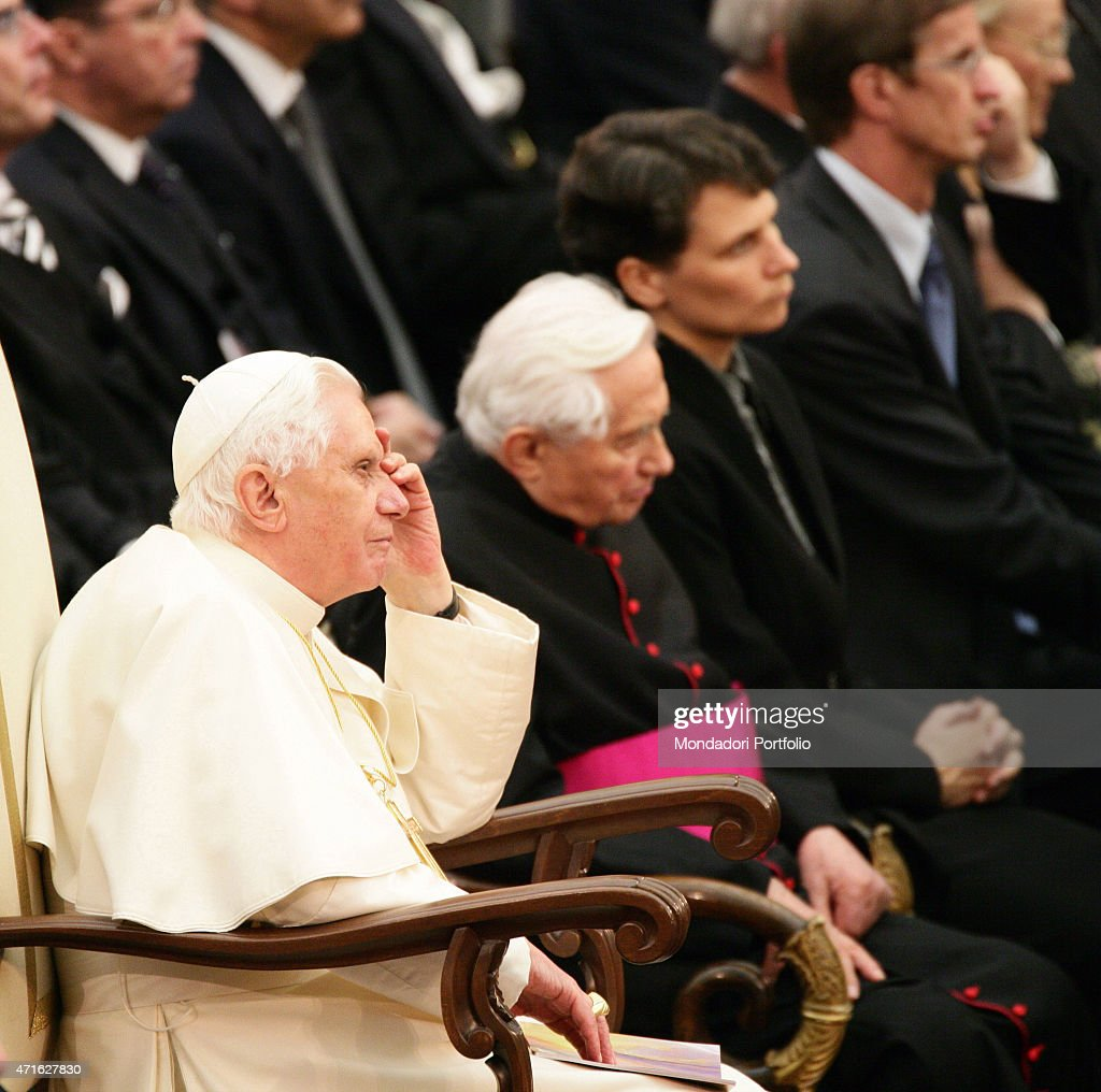 'The pope Benedict XVI (Joseph Aloisius Ratzinger) with his brother, the Monsignore <a gi-track='captionPersonalityLinkClicked' href=/galleries/search?phrase=Georg+Ratzinger&family=editorial&specificpeople=641406 ng-click='$event.stopPropagation()'>Georg Ratzinger</a> listening to the concert performed by the Symphonic Orchestra and the Choir of Bavarian radio at Paul VI Audience Hall. Vatican City, 2007 (Photo by Grzegorz Galazka\Archivio Grzegorz Galazka\Mondadori Portfolio via Getty Images)'