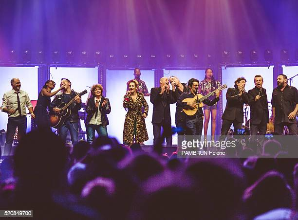 the presenter of the show Marc Toesca with the singers Laura Mayne of the group Native JeanPierre Morgand of the group Les Avions Sabine Paturel...