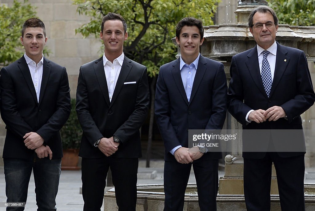 ¿Cuánto mide Marc Márquez? - Real height The-president-of-catalan-regional-government-artur-mas-poses-with-gp-picture-id457386487
