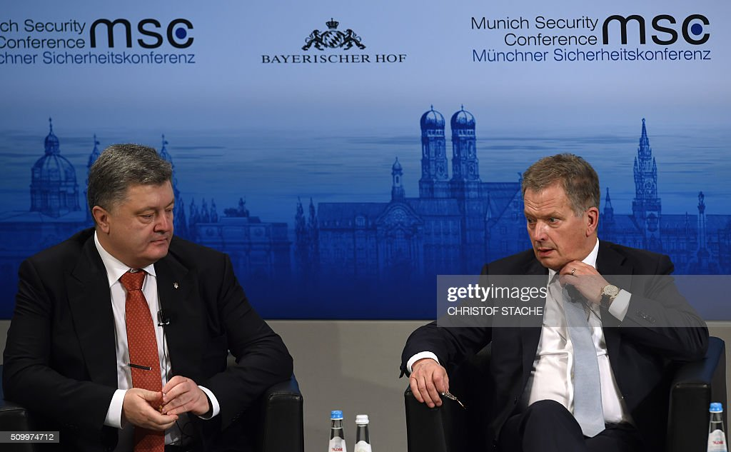 The President of Finland Sauli Niinistoe (R) and Ukraine President Petro Poroshenko (L) take part in the panel discussion during the second day of the 52nd Munich Security Conference (MSC) in Munich, southern Germany, on February 13, 2016. / AFP / Christof STACHE