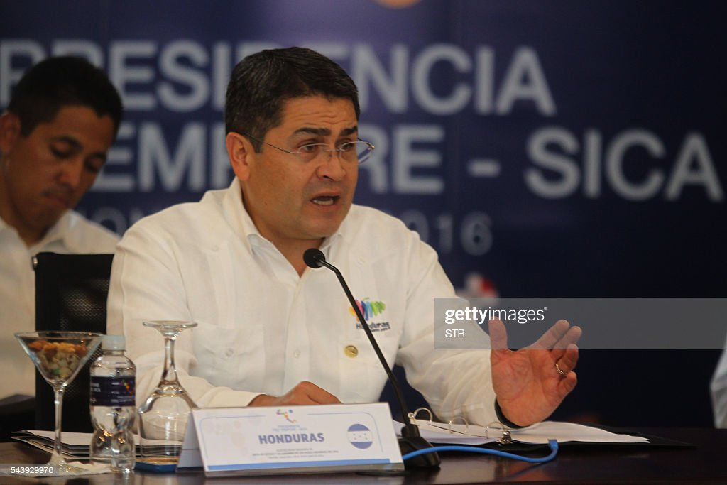 The president of Honduras Juan Orlando Hernandez speaks during the XLVII Ordinary Meeting of the chiefs of state members of the Central American Integration System (SICA) in Roatan island, Honduras, on June 30, 2016. Belize, Costa Rica, El Salvador, Guatemala, Honduras, Nicaragua, Panama and Dominican Republic are members of the SICA. / AFP / STR
