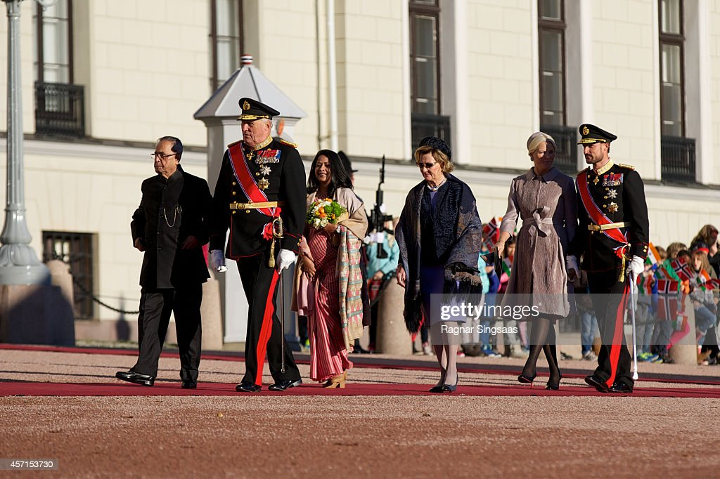 The President of India Pranab Mukherjee, King Harald V of Norway, daughter of Pranab Mukherjee, Sharmistha Mukherjee, Queen Sonja of Norway, Princess Mette-Marit of Norway and Prince Haakon of Norway attend the official welcoming ceremony at the Royal Palace during the first day of the state visit from India on October 13, 2014 in Oslo, Norway.
