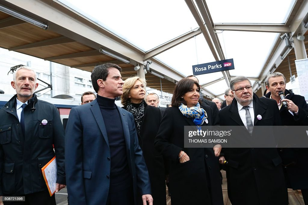 The President of the French state rail operator SNCF, Guillaume Pepy, French Prime minister Manuel Valls, the President of the regional council of the Ile-de-France region Valerie Pecresse, Mayor of Paris Anne Hidalgo and French Transports minister Alain Vidalies attend the inauguration of the new Rosa Parks railway station in Paris on February 6, 2016. / AFP / THOMAS SAMSON