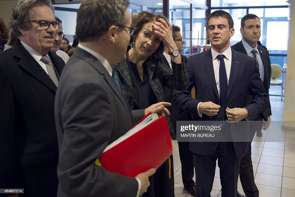 The president of the Ile-de-France region Health authority, Claude Evin, director of Paris' public assistance hospitals AP-HP, <a gi-track='captionPersonalityLinkClicked' href=/galleries/search?phrase=Martin+Hirsch&family=editorial&specificpeople=2273261 ng-click='$event.stopPropagation()'>Martin Hirsch</a>, French minister for Social Affairs, Health and Women's Rights Marisol Touraine and French Prime Minister <a gi-track='captionPersonalityLinkClicked' href=/galleries/search?phrase=Manuel+Valls&family=editorial&specificpeople=2178864 ng-click='$event.stopPropagation()'>Manuel Valls</a> visit La Pitie-Salpetriere hospital, on February 27, 2015 in Paris, as France is facing the worst flu epidemic of the past five years.