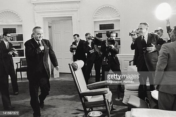 The President of the United States Lyndon Johnson being surrounded by journalists and photographers during a White House meeting with Under Secretary...