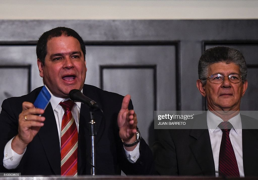 The president of the Venezuelan National Assembly Henry Ramos Allup (R) and deputy Luis Florido offer a press conference in Caracas on June 27, 2016. The Venezuelan opposition rejected Monday meet again in the Dominican Republic with an international mission led by the Spanish former president Jose Luis Rodriguez Zapatero that seeks to foster a dialogue with the government of president Nicolas Maduro over the political crisis in the country. / AFP / JUAN