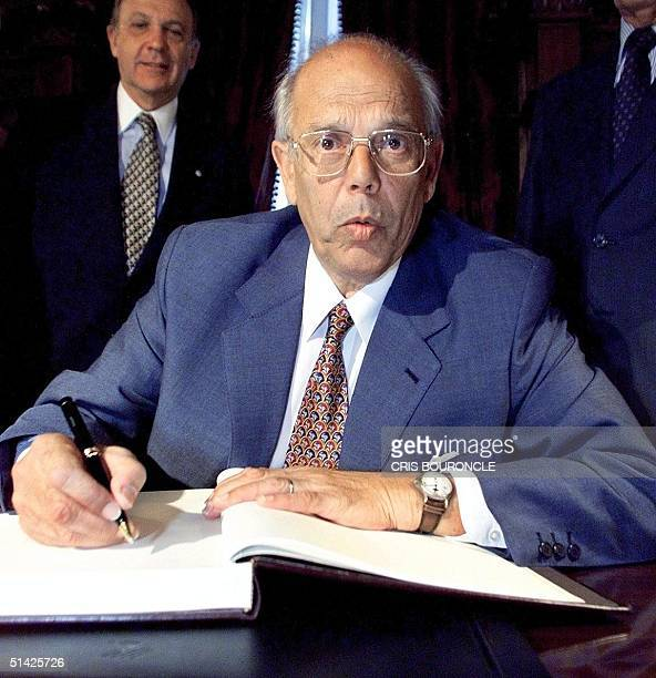 The president of Uruguay Jorge Battle wrote in the book of illustrations during his visit to the National Camara in Santiago Chile 10 March 2000 El...
