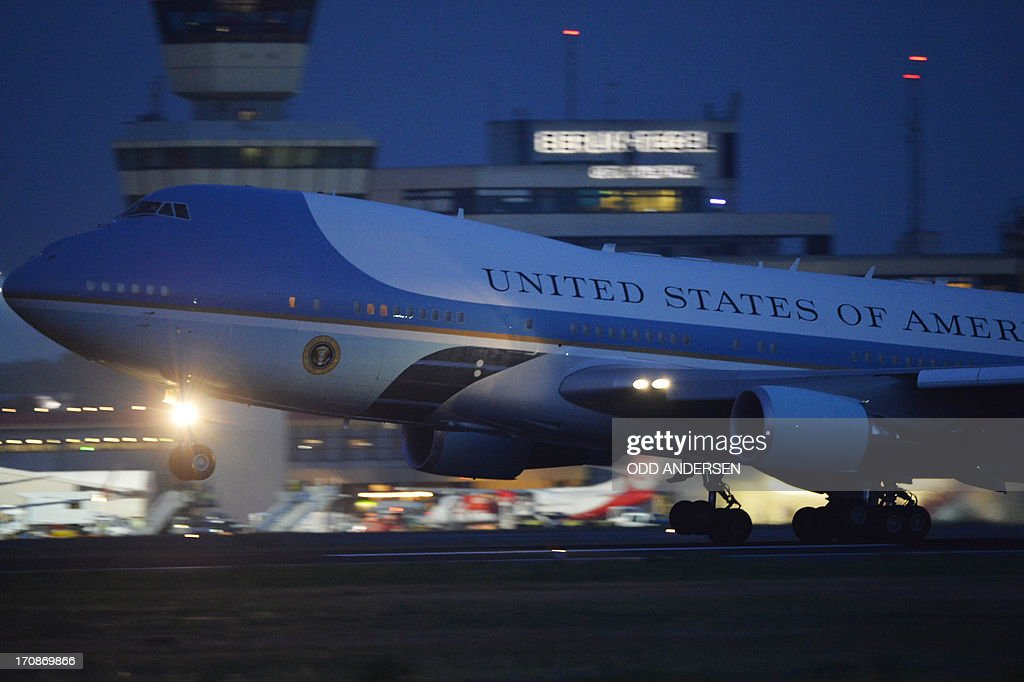 The presidential plane Air Force One takes off from the airport in Berlin on June 19, 2013. Obama said Russian and US nuclear weapons should be slashed by up to a third in a keynote speech in front of Berlin's iconic Brandenburg Gate in which he called for a world of 'peace and justice'. AFP PHOTO / ODD ANDERSEN