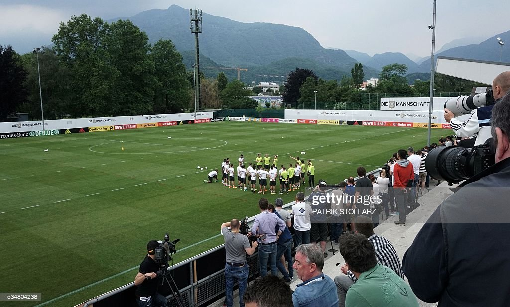 The press attends a training session of the German football team to prepare for the upcoming Euro 2016 European football championships, on May 28, 2016 in Ascona. / AFP / PATRIK