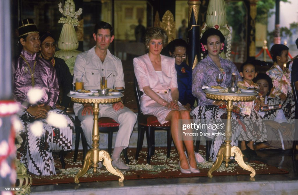 The Prince and Princess of Wales (1961 - 1997) visit the Sultan's palace in Yogyakarta during a visit to Indonesia, November 1989. The Princess wears a suit by Catherine Walker.