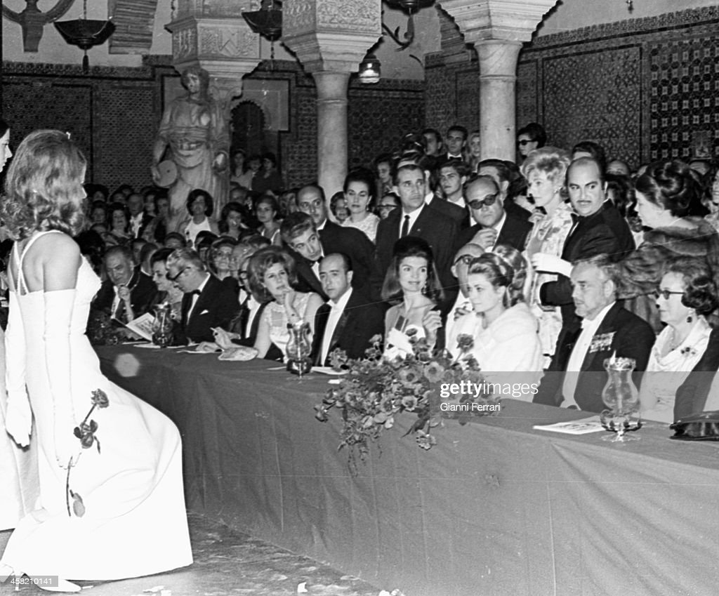 The Princes Grace and Rainier of Monaco Jacqueline Kennedy and the Duchess of Alba on the Feast of the Debutantes in the 'Casa de Pilatos' 18th May...