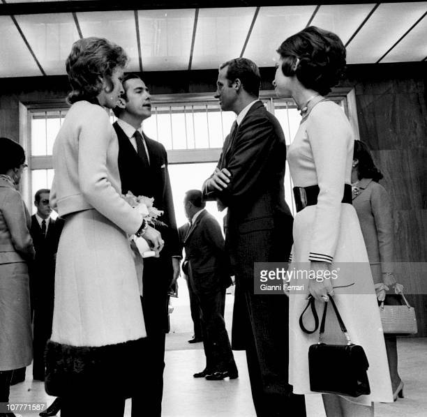 The princes of Spain Juan Carlos of Borbon and Sofia of Greece welcomed the kings of Greece Constantine and Anamaria at the airport of Barajas Madrid...